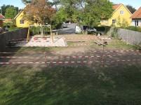 I efteråret 2009 såede kommunen nyt græs på legepladsen. Resultatet var behersket. Græsset kom op i totter.