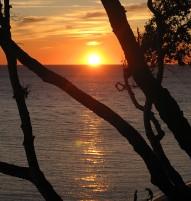 Solnedgang over Antoinettestranden en varm sommeraften.
